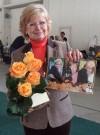 Mamička s darčekmi k výročiu