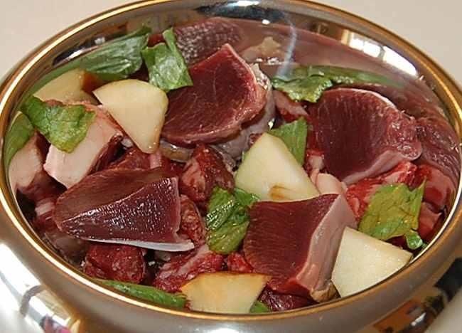 Porcia surovej stravy